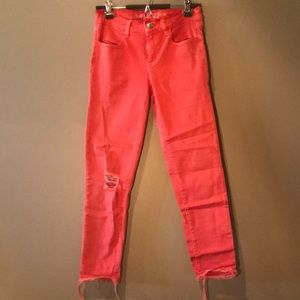 ✨3/20✨American eagle cropped pink jeans